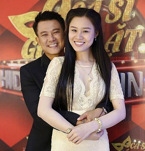 Linh Lan bên ca sĩ Vân Quang Long.