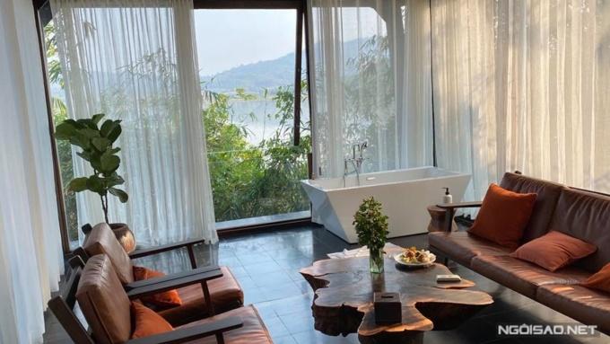 Phòng khách sạn view hồ Lak.