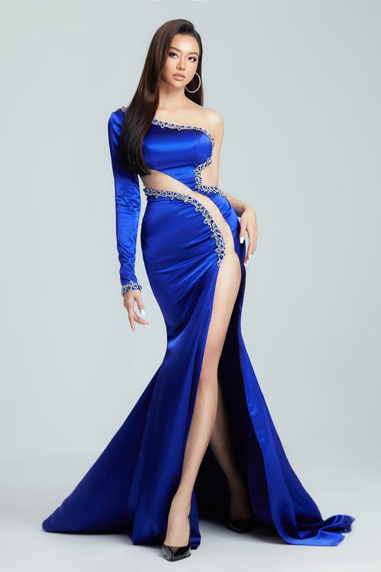 Kiều Ngân xuất thân là người mẫu trước khi trở thành MC. Hiện cô ít diễn catwalk nhưng vẫn thường xuyên làm mẫu ảnh. Người đẹp trung thành với gu thời trang hiện đại, gợi cảm từ khi gia nhập showbiz Việt.
