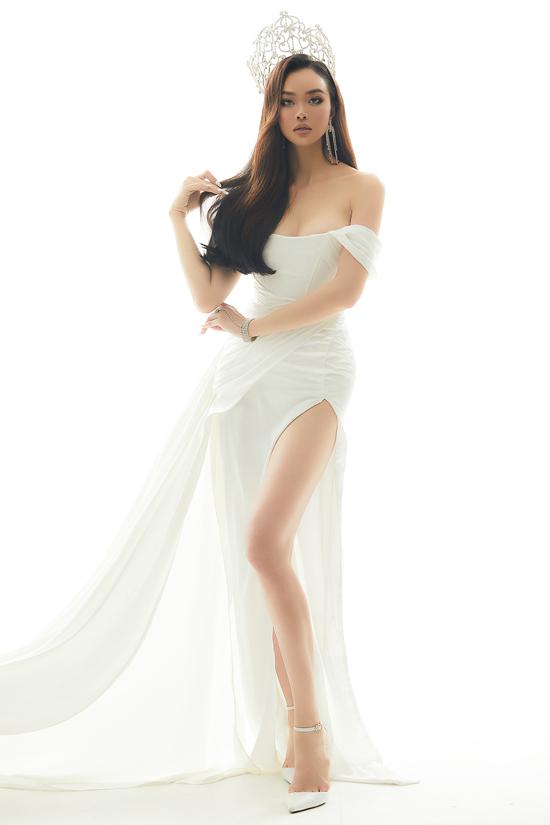 Cô đăng quang Hoa hậu Việt Nam toàn cầu tại Mỹ 2015 nên thỉnh thoảng ngẫu hứng chụp ảnh với vương miện. Ngoài nghề dẫn chương trình, Kiều Ngân còn giữ vai trò giám đốc một kênh truyền hình quốc tế về thời trang tại Việt Nam.