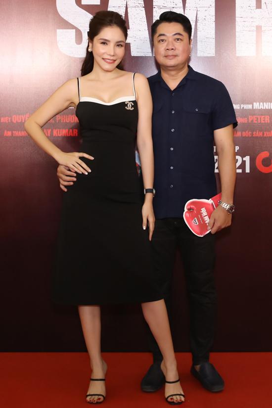 Ca sĩ Kiwi Ngô Mai Trang tình tứ sánh đôi ông xã doanh nhân.