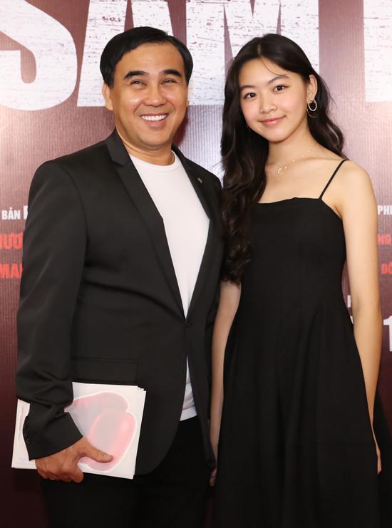 MC Quyền Linh khoe con gái lớn Lọ Lem ngày càng xinh đẹp, điệu đà.