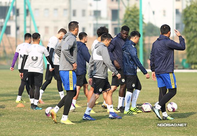 Chiều qua 13/1, CLB Hà Nội ra sân tập luyện chuẩn bị cho trận mở màn V-League 2021. Đội quân của HLV Chu Đình Nghiêm sẽ làm khách trên sân Thiên Trường của của Nam Định vào chiều 15/1.