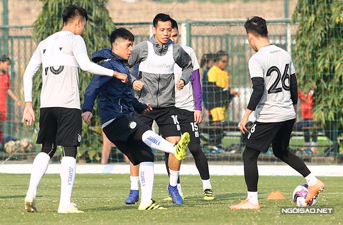 Đình Trọng hiện có thể tập luyện bình thường nhưng HLV Chu Đình Nghiêm cho biết anh cần thêm thời gian để ra sân thi đấu.