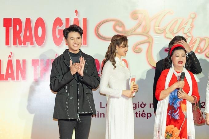 Vũ Mạnh Cường bên Lê Lộc (giữa) và NSND Kim Cương.