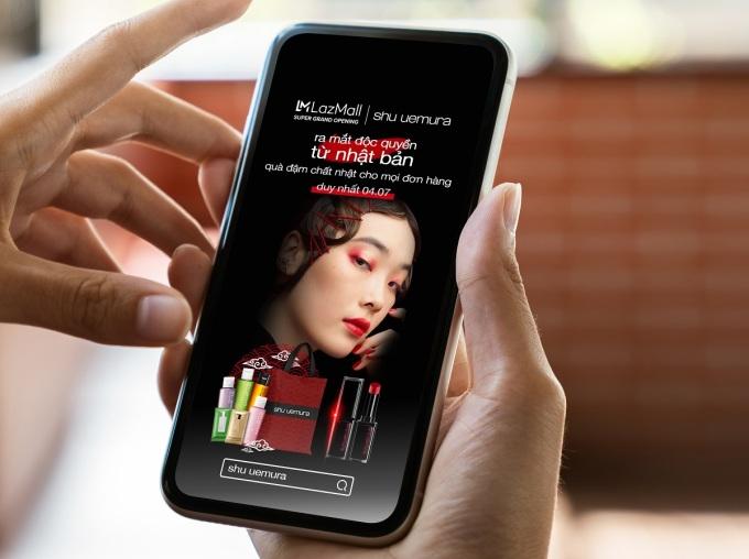 Ảnh chụp màn hình giao diện Ngày hội siêu thương hiệu của hãng mỹ phẩm Shu Uemura trên smartphone. Ảnh: Lazada Việt Nam.