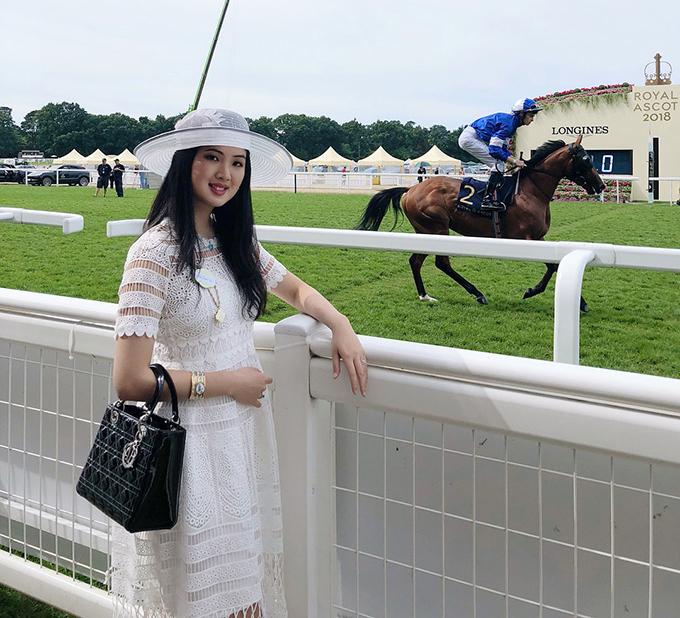 Công chúa Huawei phủ toàn hàng hiệu (tiếp) - 16