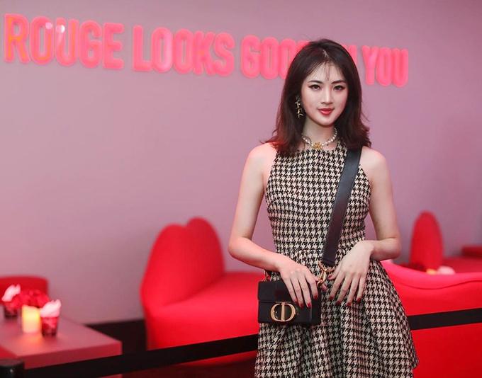 Công chúa Huawei phủ toàn hàng hiệu (tiếp) - 18