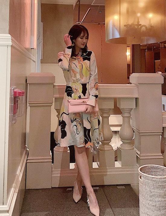 Công chúa Huawei phủ toàn hàng hiệu (tiếp) - 2