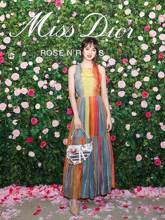 Công chúa Huawei phủ toàn hàng hiệu - 11