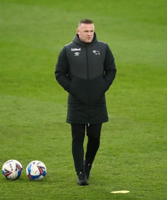 Chia tay sự nghiệp thi đấu, Rooney bắt đầu con đường làm HLV ở tuổi 35. Ảnh: Instagram.