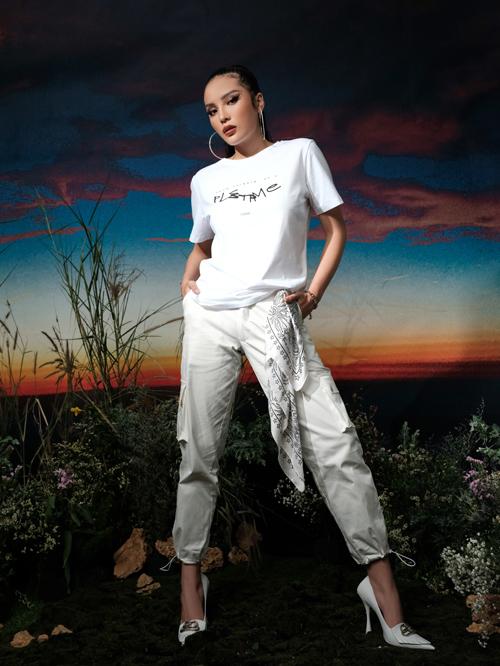 Mang tinh thần thời trang năng động phù hợp với tất cả mọi người, các sản phẩm của hai người đẹp theo đuổi tiêu chí chất liệu cao cấp, thiết kế tinh tế.