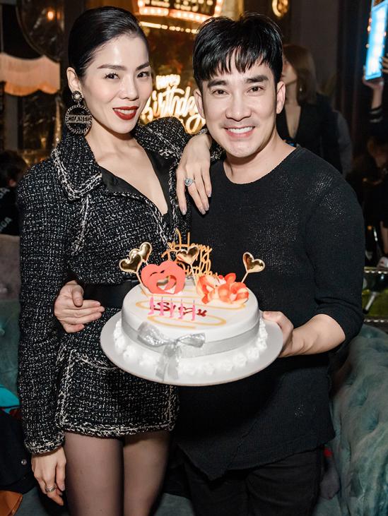Lệ Quyên gây bất ngờ khi tổ chức sinh nhật cho ca sĩ Quang Hà - bạn thân của cô - ở một quán bar tại Hà Nội. Chàng Ngỡ rất xúc động vì nữ hoàng phòng trà bận rộn nhưng vẫn dành tặng anh một món quà ý nghĩa. Lệ Quyên sống tình cảm, luôn hết lòng vì bạn bè. Năm nào cô ấy cũng nhớ sinh nhật tôi, Quang Hà nói.