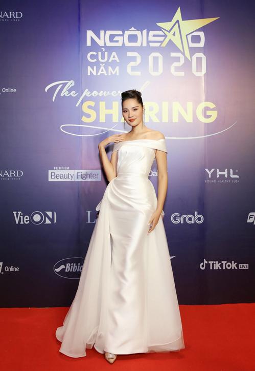 Hoa hậu Hương Giang sang trọng với váy khoe vai trần của nhà thiết kế Lê Ngọc Lâm.