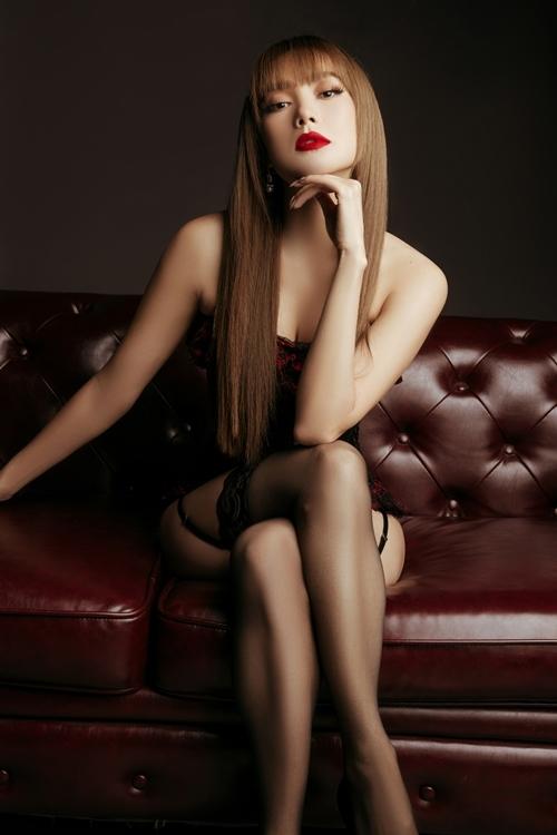 Ngoài vai trò một trong các nữ chính, Minh Hằng còn đảm nhận vị trí đồng sản xuất của phim Bẫy ngọt ngào.