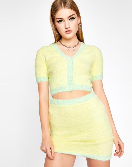 Mẫu váy áo này là sản phẩm từ thương hiệu thời trang trực tuyến Dolls Kill, có giá 58 USD (1,3 triệu đồng), hiện đã cháy hàng.