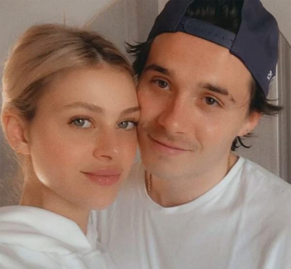 Brooklyn và Nicola Peltz thông báo tin đính hôn tháng 7 năm ngoái khi chàng mới 21 tuổi. Việc chàng trai trẻ có ý định ổn định gia đình khi còn rất trẻ gây tranh cãi nhưng Becks và Vic tôn trọng quyết định của con và cũng vun vén tình cảm của hai con. Nguồn tin thân thiết với vợ chồng cựu danh thủ Anh cho biết, Vic nhận thấy Brooklyn trưởng thành, chín chắn hơn sau khi yêu Nicola Peltz, hơn nữa cô nàng cũng có xuất thân giàu có nên hết lòng ủng hộ.