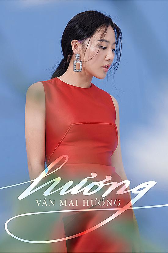 Văn Mai Hương chụp ảnh quảng bá album mới.