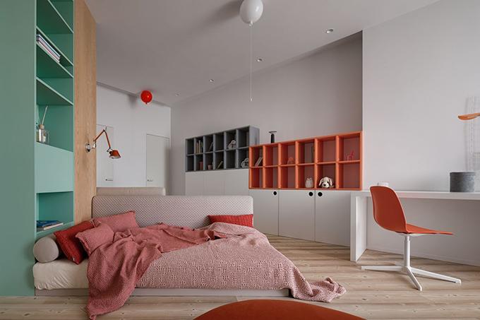 Gần hành lang là phòng ngủ của các em bé, nơi vui chơi của chúng.
