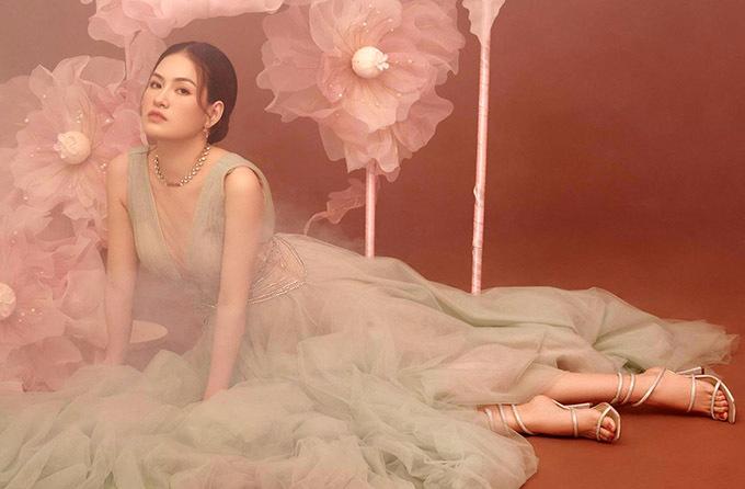 Diễm Trần được nhiều khán giả biết đến với vai chính trong web-drama Hạnh phúc trong tầm tay, diễn cùng nghệ sĩ Phi Phụng, Lê Giang, diễn viên hài Anh Đức. Cô hiện hoạt động trong làng giải trí với vai trò người mẫu, diễn viên. Hoa hậu 9X vừa thực hiện bộ ảnh kỷ niệm năm mới 2021.