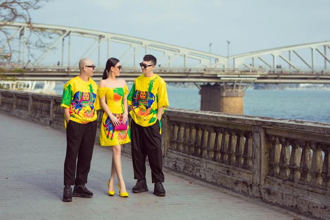 Bộ ảnh được thực hiện với sự hỗ trợ của nhiếp ảnh Linh Phạm, trang điểm và làm tóc Đinh Trần, người mẫu Châu Lê Thu Hằng.