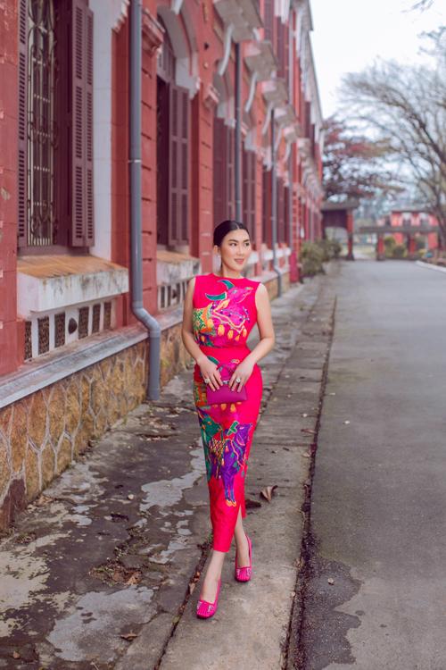 Cặp đôi nhà mốt Việt thực hiện bộ ảnh tại Huế để giới thiệu các mẫu váy gam màu tươi sáng dành cho phái đẹp vào dịp Tết Tân Sửu.