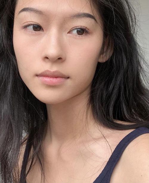 Trên trang Ifeng, nhiều khán giả bình luận rằng nên mời Minh Hà đóng vai Chương Tử Di thời trẻ trong phim Thượng Dương Phú. Trước đó, khi đảm nhận vai cô gái 15 tuổi trong phim Thượng Dương Phú, Chương Tử Di bị chê già.