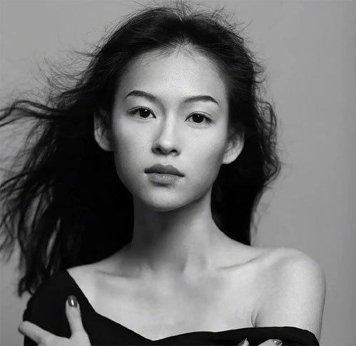 Một khán giả tờ Sina nhận xét cô gái thậm chí đẹp hơn cả Chương Tử Di.