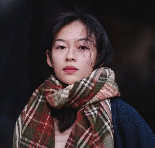 Tờ Sina đăng ảnh của người mẫu Việt Nam Nguyễn Minh Hà và nhận định, cô gái giống Chương Tử Di đến mức đáng ngạc nhiên. Độc giả trang báo này nhận xét rằng Minh Hà giống y hệt Chương Tử Di khi mới gia nhập làng giải trí.