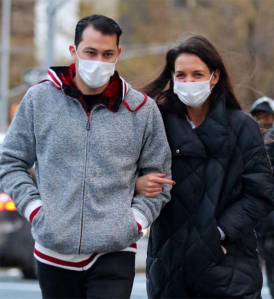 Cặp đôi mặc ấm đi dạo vào tuần trước.