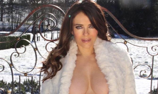 Elizabeth Hurley bị chỉ trích khoe ngực quá đà ở tuổi 55