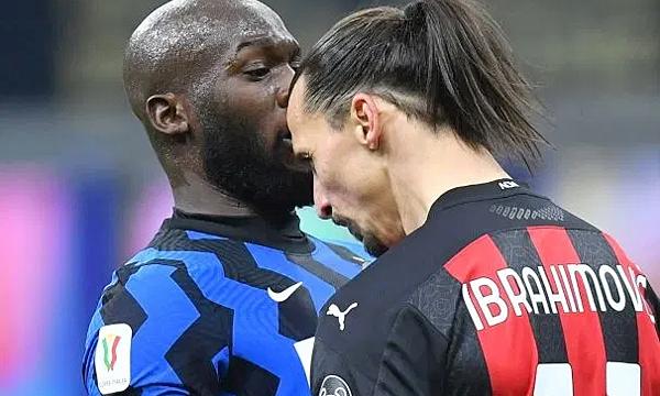 Ibrahimovic xô xát với Lukaku trên sân