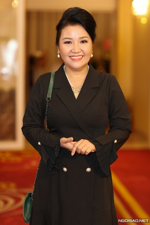 Nghệ sĩ Ngân Quỳnh đến dự họp báo.