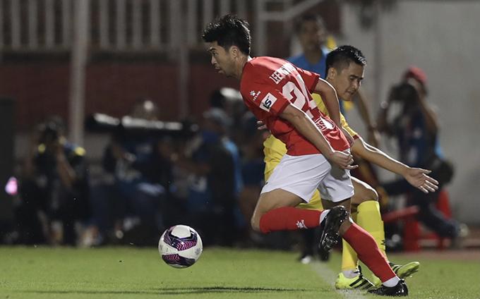 Hôm 24/1, Lee Nguyễn có màn ra mắt CLB TP HCM trong trận tiếp đón Hà Tĩnh ở vòng 2 V-League 2021. Tiền vệ 34 tuổi được đánh giá thi đấu tốt, với khả năng kỹ thuật và chuyền bóng tinh tế. Chung cuộc, CLB TP HCM giành chiến thắng với tỷ số 2-0, trong đó bàn mở tỷ số của Huy Toàn đến từ tình huống đá phạt góc của Lee Nguyễn.