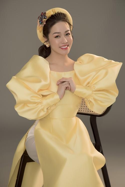 Nhật Kim Anh mong chờ một năm mới bình an, thuận lợi trong công việc và cuộc sống.