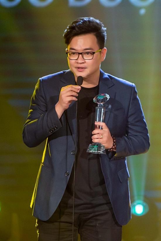 Ca khúc Hoa nở không màu của nhạc sĩ Nguyễn Minh Cường, ca sĩ Hoài Lâm thể hiện tiếp tục đạt giải thưởng Bài hát của năm.