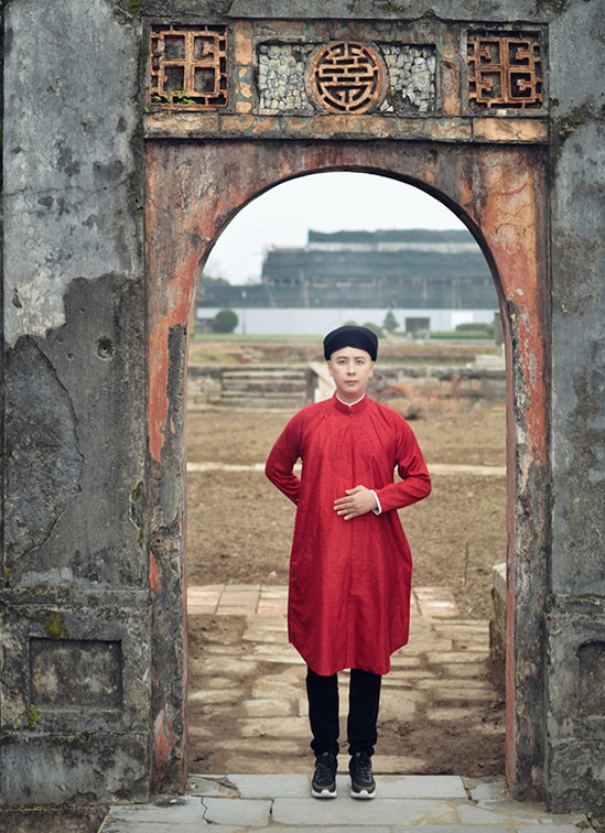 Năm 2020 Văn Thành Công đã kết hợp với làng dệt lụa Hà Đông và các công ty vải Việt Nam nghiên cứu loại vải mang hoạ tiết hoa văn thời Trần cùng kiểu áo dài ngũ thân thời xưa dành cho nam giới để cho ra đời một loại lụa mới có thể dệt bằng phương pháp công nghiệp, sản xuất đại trà.