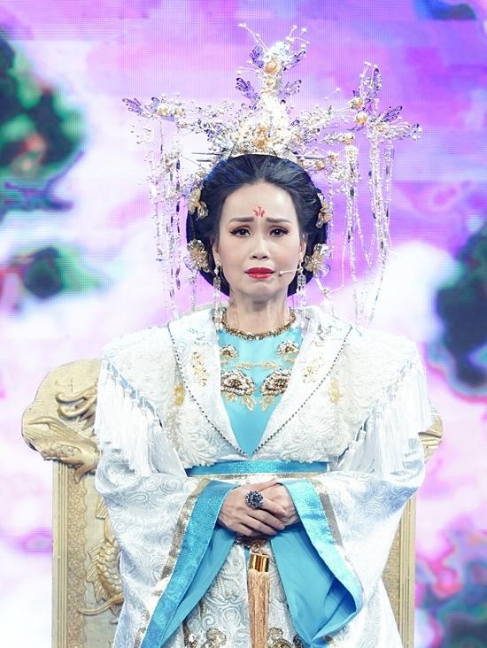 Ca sĩ Cẩm Ly vào vai Thiên Hậu.