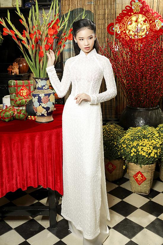 Bảo Hà trở thành nàng thơ nhí của nhà thiết kế, chuyên gia trang điểm Bảo Bảo sau lần đầu tham gia giới thiệu sưu tập Minh tinh cùng các đàn chị Ngọc Trinh, Võ Hoàng Yến ở Tuần lễ Thời trang Việt Nam Quốc tế hồi tháng 12/2020.