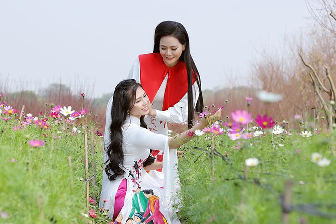 Dịch Covid-19 có diễn biến bất ngờ khiến nhiều show diễn của hai chị em Lương Nguyệt Anh và Lương Hải Yến bị huỷ. Cả hai không tránh khỏi cảm giác hụt hẫng nhưng nhìn vào mặt tích cực khi coi đó là cơ hội để được ở bên bố mẹ nhiều hơn.