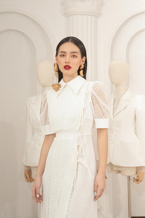Dựa trên phom dáng của các mẫu váy cổ điển, nhà mốt Việt mang tới các trang phục thanh lịch dễ mặc đi làm hoặc đi tiệc.