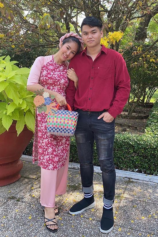 Sau một lần đổ vỡ hôn nhân, Lê Phương tìm thấy hạnh phúc vẹn tròn bên ca sĩ Trung Kiên. Chồng trẻ mang đến cho cô cảm giác an toàn, được yêu thương và quan tâm hết lòng.