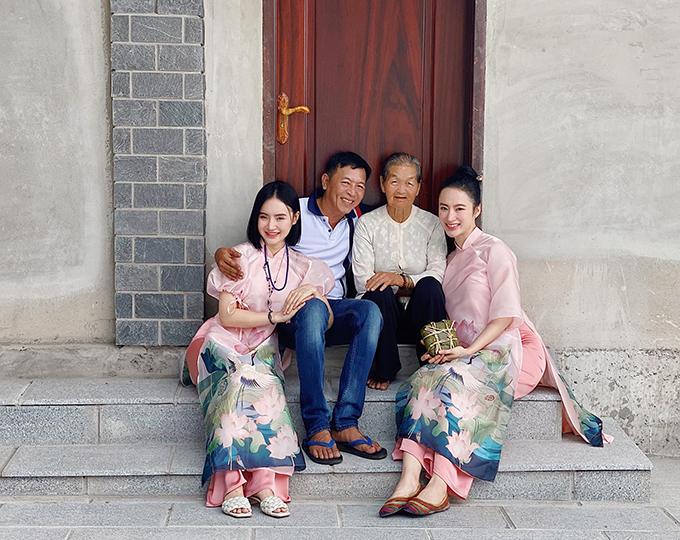 Tranh thủ những ngày nghỉ Tết, Angela Phương Trinh cùng gia đình về thăm quê nội ở Long An.