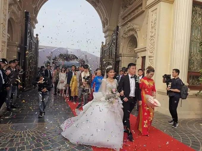 Hình ảnh hiếm hoi của cô dâu chú rể trong ngày cưới trên một video Tik Tok.