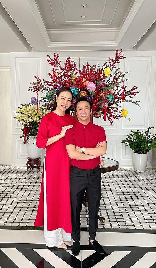 Vợ chồng Đàm Thu Trang rạng rỡ trong ngày Tết Tân Sửu.