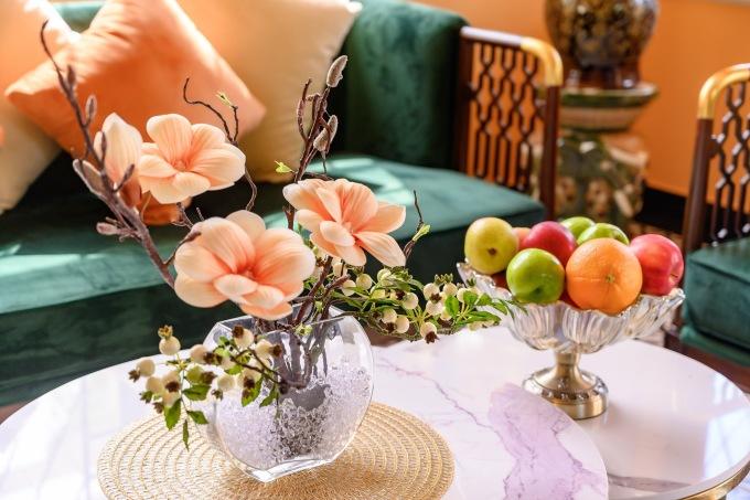 Từng cành hoa cũng ton-sur-ton với không gian ngôi nhà.