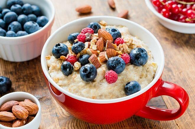 Bữa sáng với yến mạch vừa dễ chuẩn bị lại thơm ngon, bổ dưỡng.