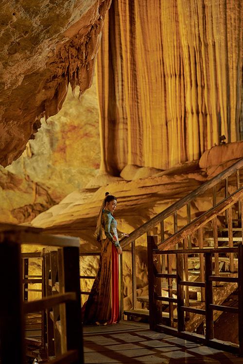 Êkíp chọn những hang động đẹp nhất làm bối cảnh thực hiện bộ ảnh, ngoài ra chụp tại chùa Hoằng Phúc, Vũng Chùa, đèo Lý Hòa, vườn quốc gia Phong Nha - Kẻ Bàng.