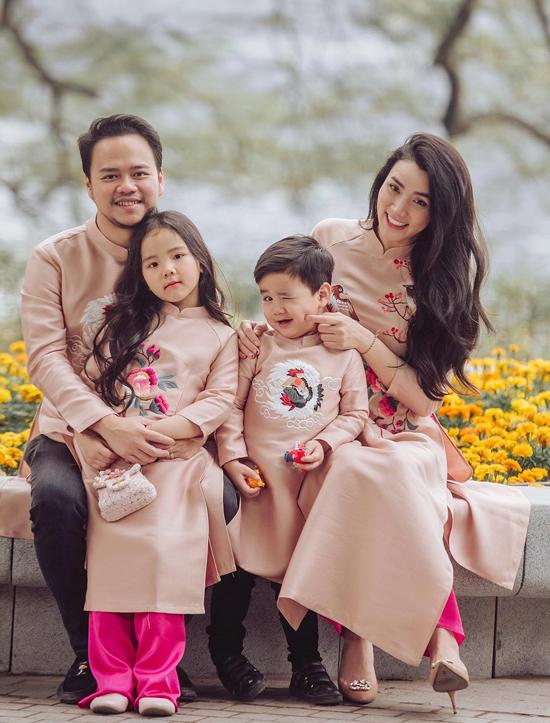 Con gái Trang Nhung - bé Vani - năm nay 6 tuổi còn con trai - bé Gấu - vừa đón sinh nhật 3 tuổi hồi đầu tháng 2.