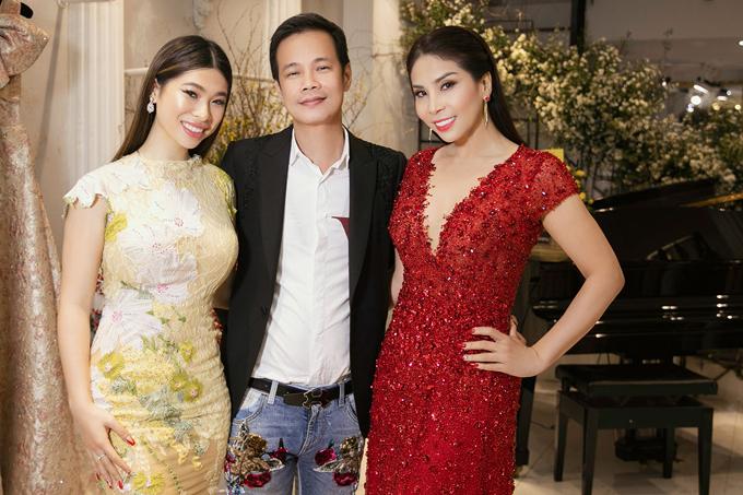 Lý Hương và con gái Princess Lam (trái) chụp ảnh cùng ông hoàng váy dạ hội.